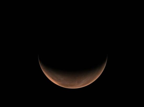 国家航天局发布天问一号拍摄火星侧身影像图片