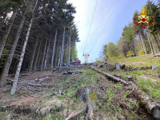 意大利北部缆车轿厢坠落 致14死1重伤