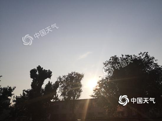 """今晨,北京阳光""""在线""""。"""