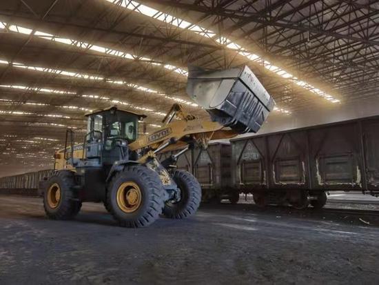 北京铁路局:入冬天冷,已为京津冀运输电煤3210万吨图片