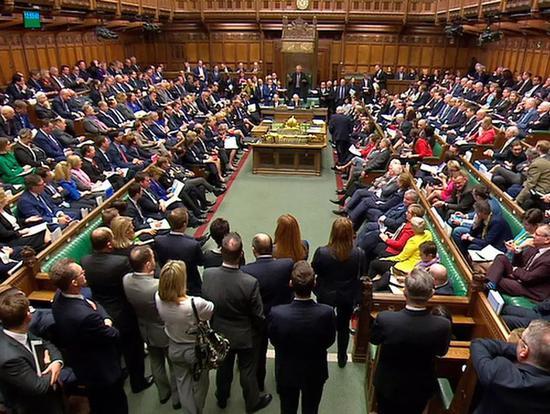 """议长咆哮,首相被怼,英国""""德云社""""也是很精彩"""