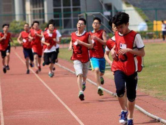 北京初三开学,体育课是必修课图片