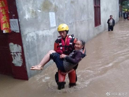 图片泉源:云南省昭通市消防救济支队官方微博