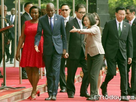 蔡英文和海地总统莫伊兹(图片源自台媒)