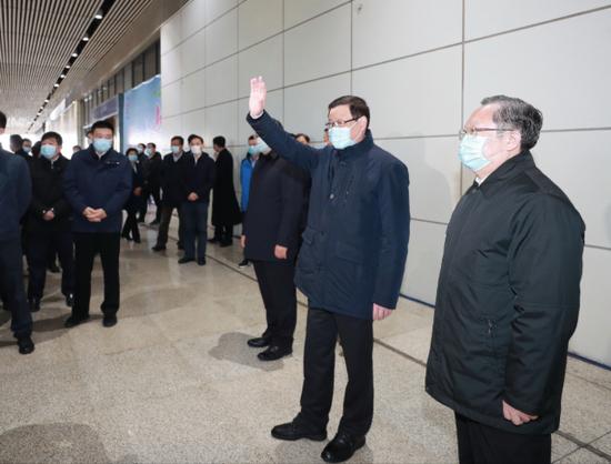 湖北书记、省长等专程接这258名返汉人员:大家颠簸在外两个多月 过得很艰辛也很不容易图片