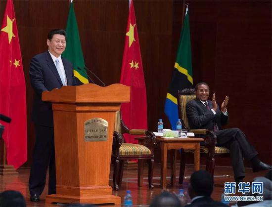 2013年3月25日,习近平在坦桑尼亚达累斯萨拉姆尼雷尔国际会议中心发扮演讲。 新华社记者 王晔 摄