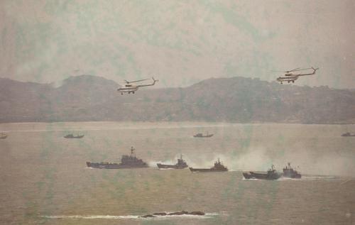 1996年3月,我军在台湾海峡成功举行三军联合作战演习。(新华社)