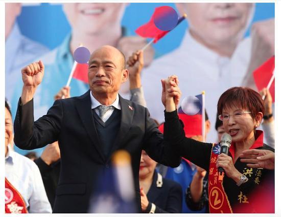 韩国瑜台南联合洪秀柱造势 主办方称到场者破10万