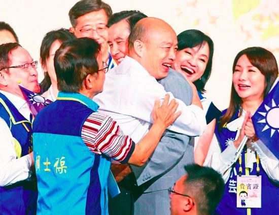 韩国瑜马英九茶会上拥抱 破不和传言