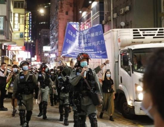 不容违法暴力!昨晚香港警方拘捕35人,包括3名议员图片