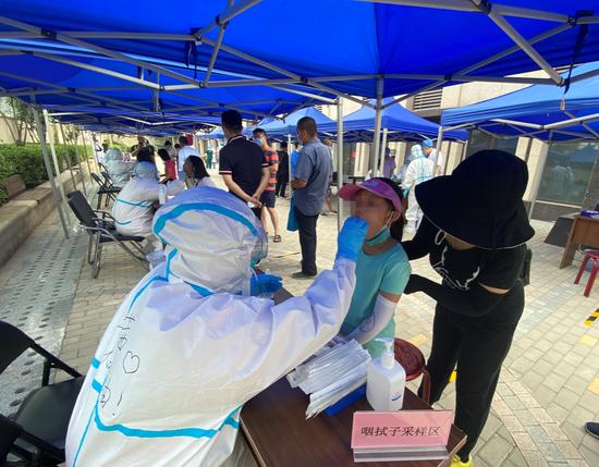 北京房山长阳20万居民免费测核酸图片