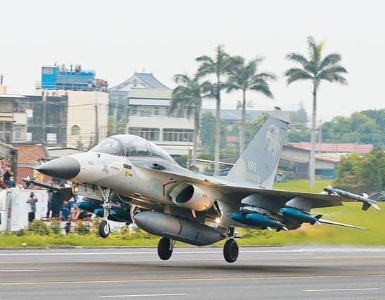 绿媒称台南深夜传巨响 疑2架战机告急降落(图4)