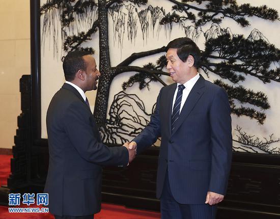 9月2日,全国人大常委会委员长栗战书在北京人民大会堂会见埃塞俄比亚总理阿比。 新华社记者 庞兴雷 摄