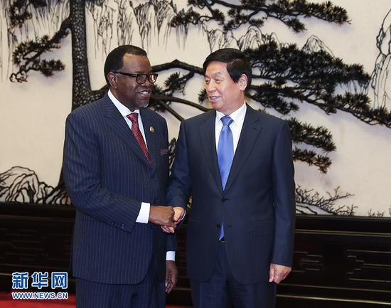 9月2日,全国人大常委会委员长栗战书在北京人民大会堂会见纳米比亚总统根哥布。 新华社记者 庞兴雷 摄