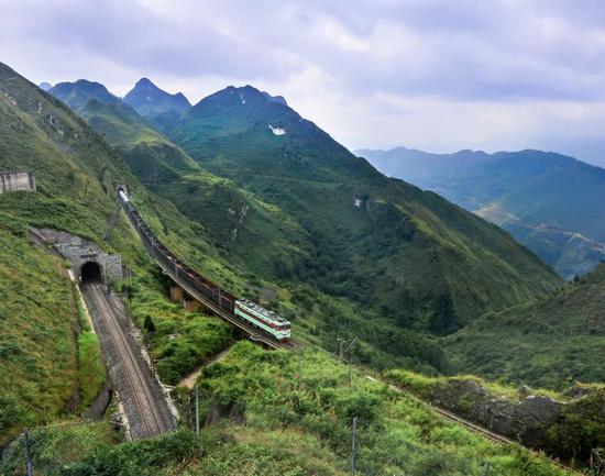 脱越黑受山区的贵昆铁路,拍照师@武嘉旭/星球研讨所