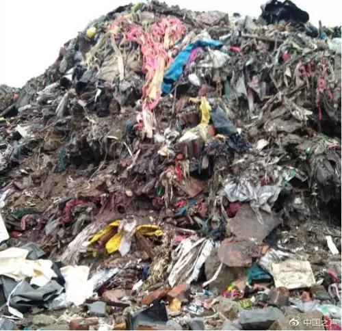 ▲清理之前的浙江温岭垃圾山。图/中国之声