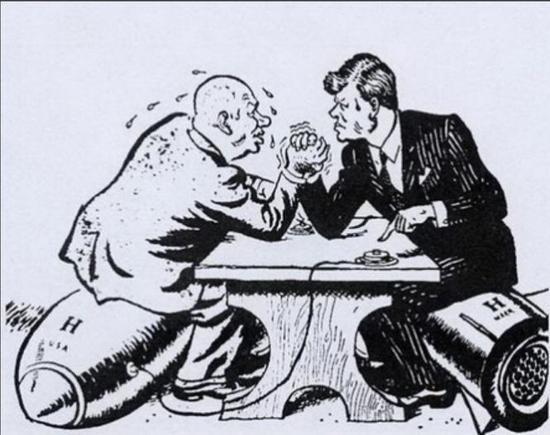 (图为美苏冷战期间的漫画:赫鲁晓夫和美国总统肯尼迪的较量)