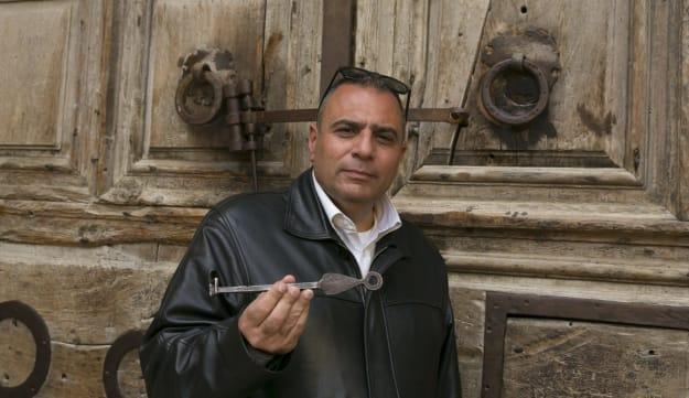 耶路撒冷老城圣墓教堂因疫情而被迫关闭,执掌圣墓教堂钥匙的Adeeb Joudeh 摄影 |<img src=