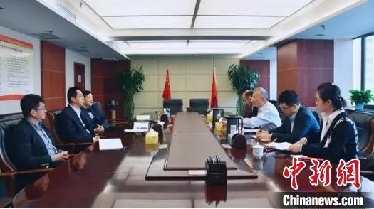 图为甘肃省税务局与企业就支持中小微企业融资问题举行会谈。(资料图) 钟欣 摄