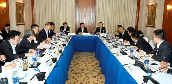 赵克志与中资企业代表座谈