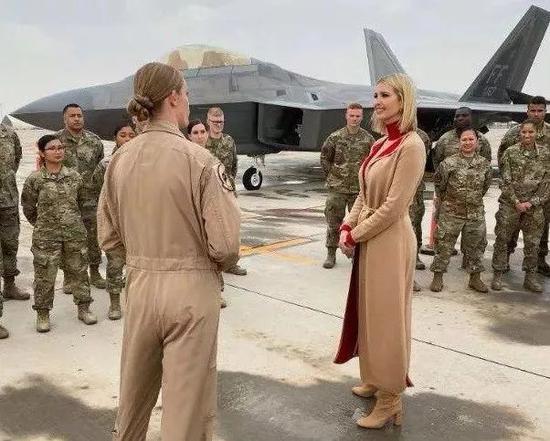 伊万卡出现在乌代德空军基地