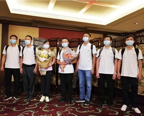 亿兴APP下载:国人民是香港最坚强后图片