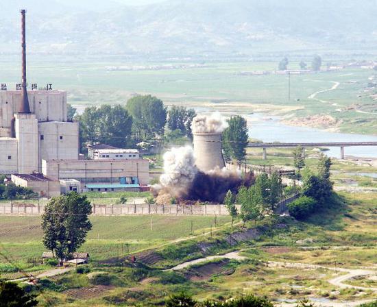 2008年6月27日,朝鲜对宁边地区核设施的冷却塔进行了爆破