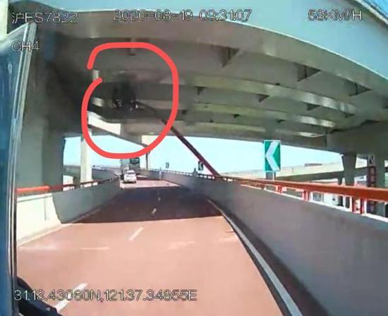 网传事故车辆的车载视频截图 来源:网络