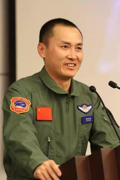 海军舰载航空兵部队新任部队长徐汉军曝光中国校车标准