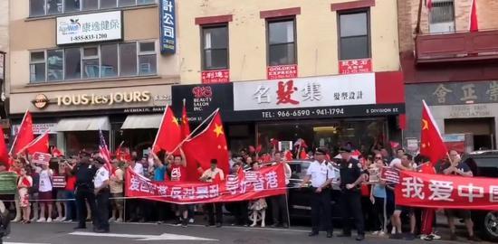 爱国人士在纽约唐人街高唱 《歌唱祖国》