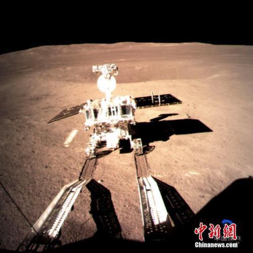 嫦娥四號着陸器與巡視器成功分離 玉兔二號順利駛抵月背。中新社發 中國國家航天局供圖