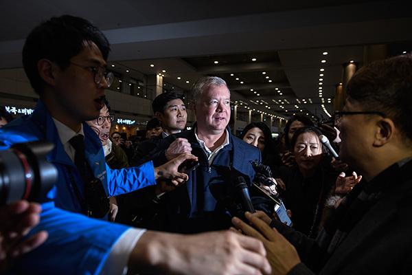 2019年2月3日下午,美國國務院對朝政策特別代表斯蒂芬·比根抵達韓國。 視覺中國 圖