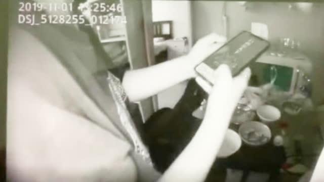 视频-骗子当警察面电话诈骗:他们才是假冒的