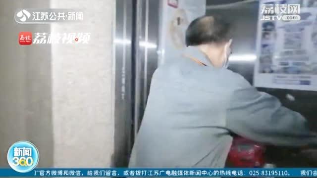电梯装AI识别阻电动车系统:盖着雨披都能识别出来