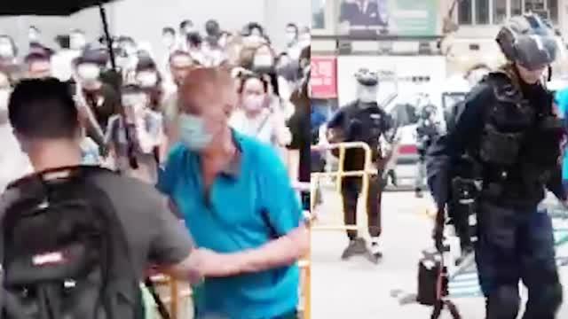 外籍男清理路障遭暴徒指骂 港警这个举动大快人心