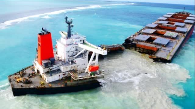 骇人画面首次曝光!毛里求斯触礁日本货轮断成两截