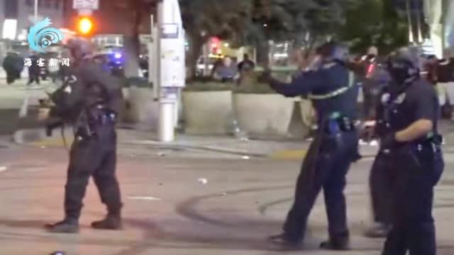 湖人队夺冠庆祝爆发冲突 球迷燃放烟花场面失控 警察发射催泪弹驱散