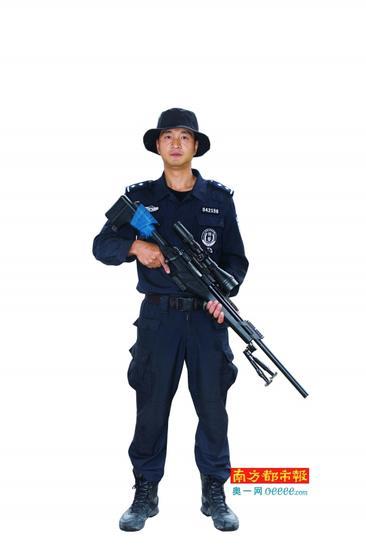 为了适应不同狙击位置的需要,狙击手必须掌握卧、跪、立、坐、蹲、仰、侧等7种不同射击姿势。