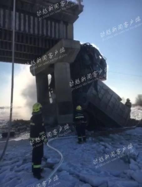 黑龙江一座大桥坍塌两货车掉在冰面起火(图)|大桥坍塌_新浪新闻caco-clothing