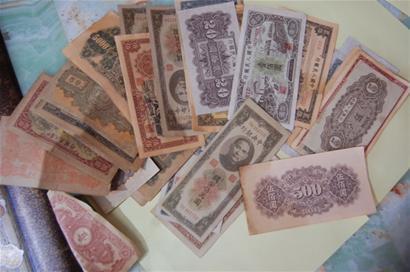 市民炕洞里挖出30万民国纸币 印有孙中山头像
