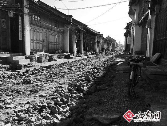 被挖过的青龙街。云南网