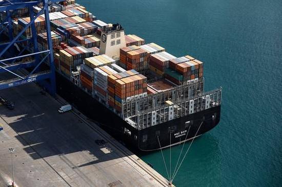 中国远洋计划收购希腊主要港口比雷埃夫斯港多数股权。