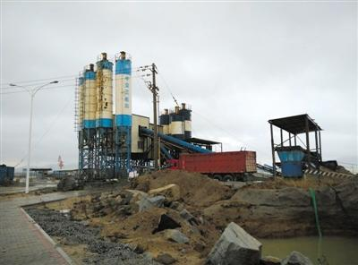 1月21日,福建平潭金井湾港区1号码头正在施工。当地高姓商人称,该码头原本为其公司取得使用权的船坞码头项目,但龚清概上任后推翻该项目,因此他一直在实名举报龚。