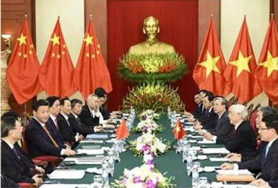 图为:2015年11月5日至6日习近平在河内同越共中央总书记阮富仲举行会谈