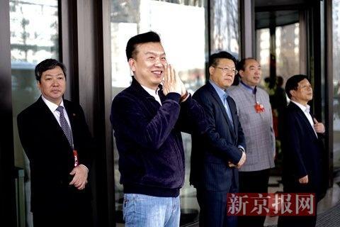 上午12时许,河南省代表团抵达驻地河南大厦。