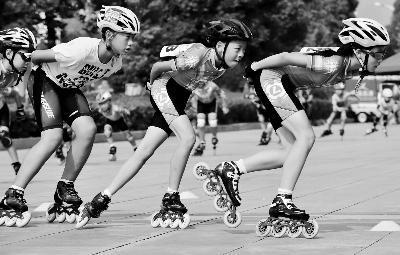 江苏质监局称儿童佩戴小号运动头盔合格率为零。