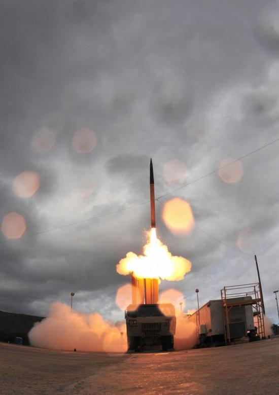 """美军""""萨德""""系统在进行拦截导弹测试(美国洛克希德-马丁公司网站资料图片)"""