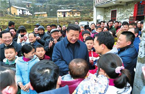 2016年2月2日,习近平在井冈山市茅坪乡神山村给乡亲们拜年,祝乡亲们生活幸福、猴年吉祥。 (新华社记者 谢环驰 摄)