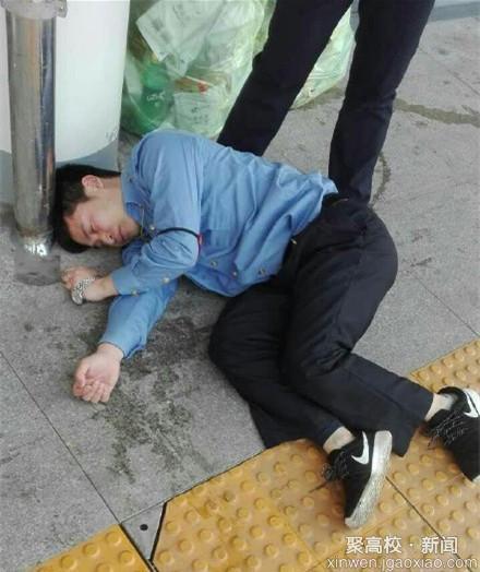 一工作人员被打晕在地