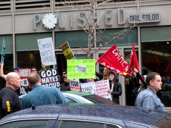 美國青年組織示威反對特朗普 打出毛主席語錄(圖)11